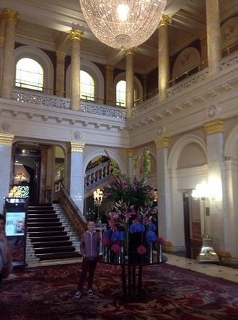The Grosvenor Hotel: Stunning entrance.