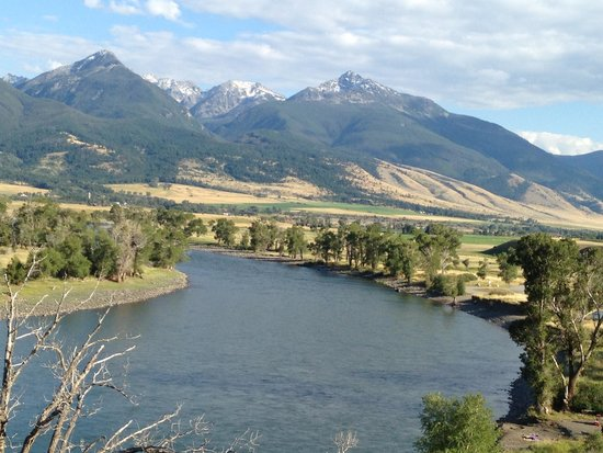 Grey Cliffs Ranch: View at the Yellowstone River