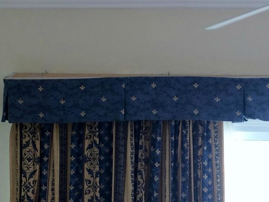 Grand Bahia Principe Jamaica: Falling valance, right by where my daughter slept!