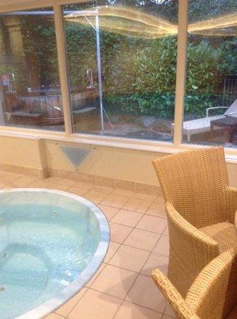 BEST WESTERN Ambleside Salutation Hotel: inside and outside jacuzzi/Canadian hot tub.