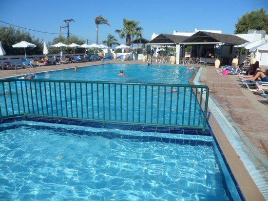 Lindian Myth Studios : piscina