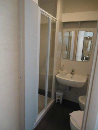 Hotel Sallustio : Cuarto de baño.
