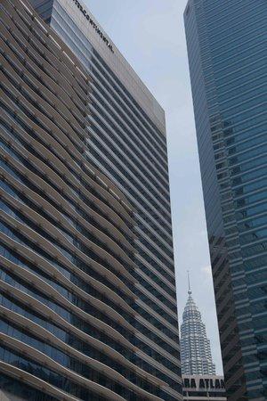 InterContinental Kuala Lumpur: Petronas Tower view only outside