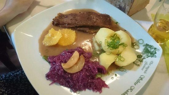 Elsterberg, Germany: Carne de ganso com chucrute e batata.