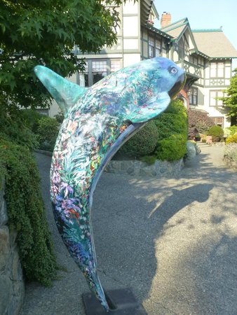 Abigail's Hotel: Painted whale at Abigail's