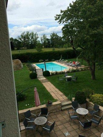 La Dominotte : Achtertuin met zwembad