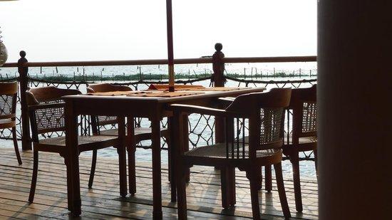 Kumarakom Lake Resort: Lakeside Dining