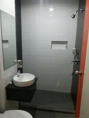 DeMira Hotel: Bathroom