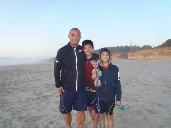 Deane's Oceanfront Lodge: Beach1