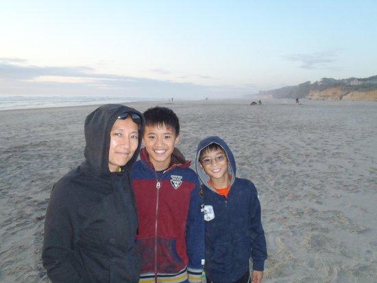 Deane's Oceanfront Lodge: Beach2