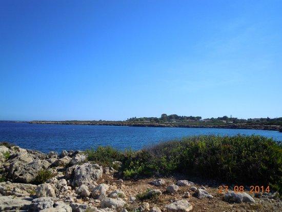 VOI Arenella resort: Vista da piattaforme su scogli