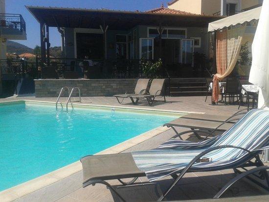 Nautilus Apartments: Pool / Bar Area