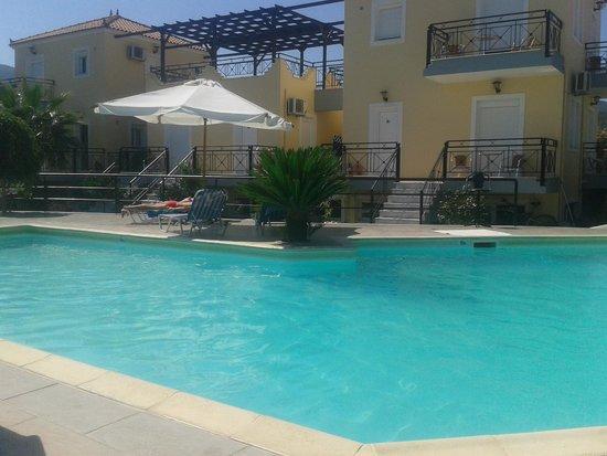 Nautilus Apartments: Pool / Rooms