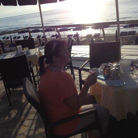 Grand Hotel Mediterranee: Frühstück direkt am Meer
