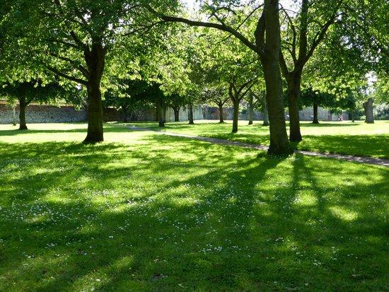 Waltham Abbey Gardens: Waltham Abbey