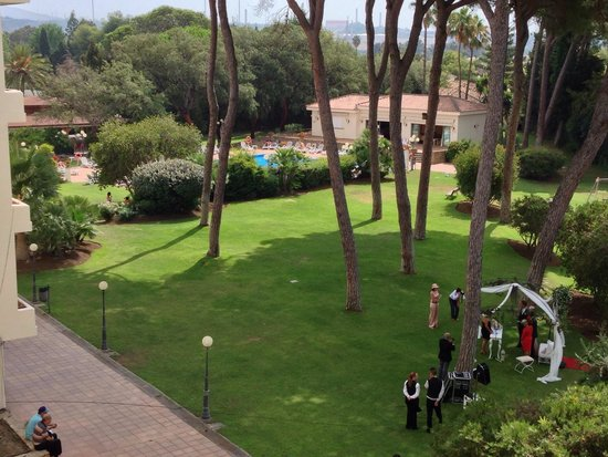 Hotel Guadacorte Park: Bonitos jardines donde hacen muchas bodas