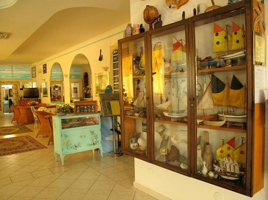 Hotel Marconi : vetrina marinaresca