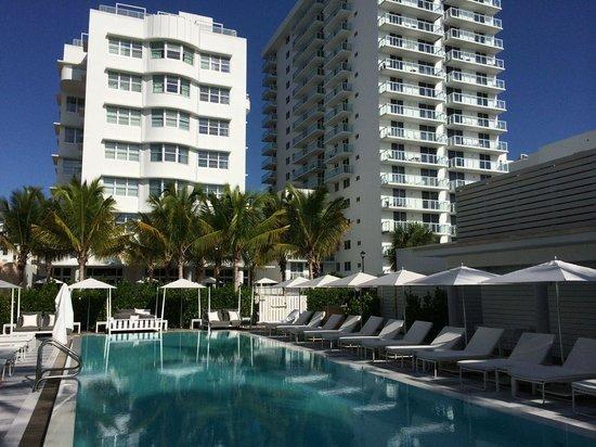 COMO Metropolitan Miami Beach: Pool area at the Metropolitan by COMO