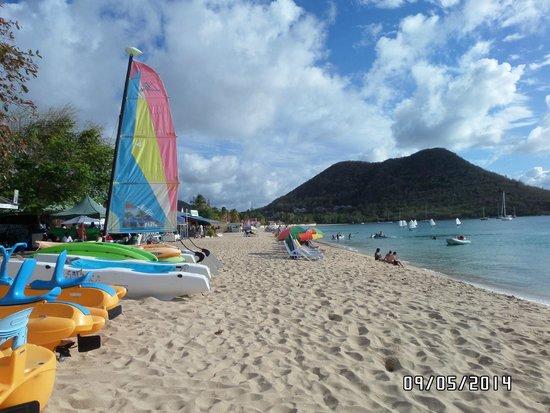 Bay Gardens Beach Resort: Hotel Beach with Free Watersport