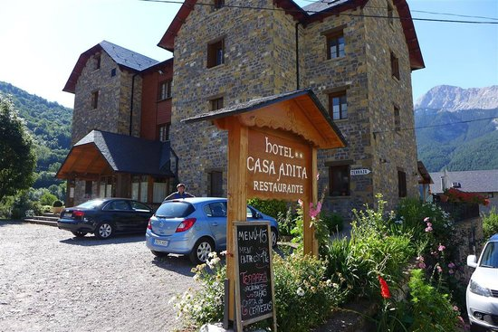 Hotel Casa Anita: street view