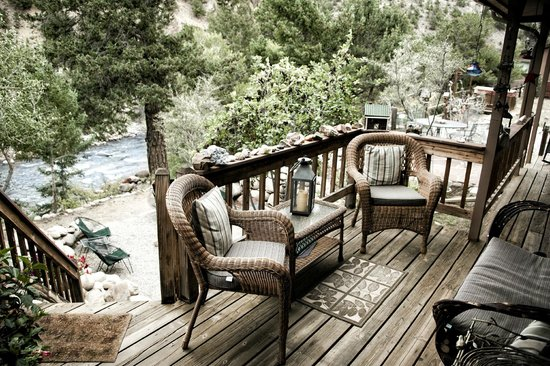 Mountain River Inn Bed & Breakfast : Mtn River Inn bedroom balcony