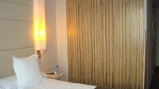 Mola Park Atiram Hotel: Armario
