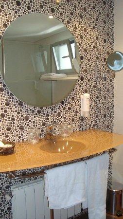 Mola Park Atiram Hotel: Baño con decoracion muy moderna