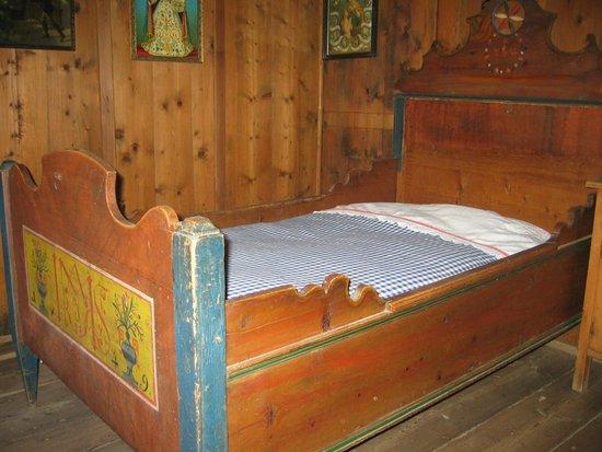 South Tyrolean Folklore Museum: Museo Etnografico di Teodone - Camera da letto nel maso