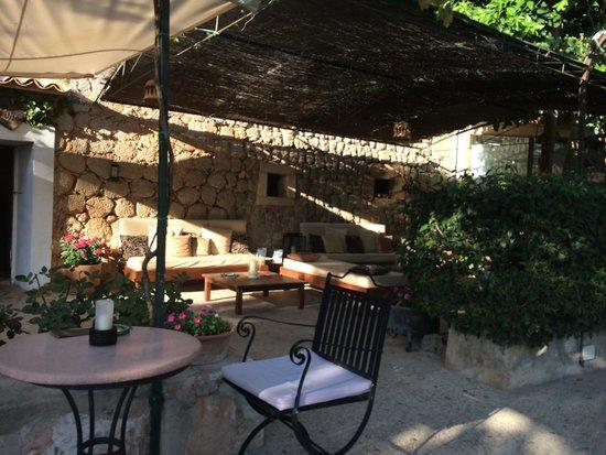 Es Port Hotel: Terrace of hotel bar