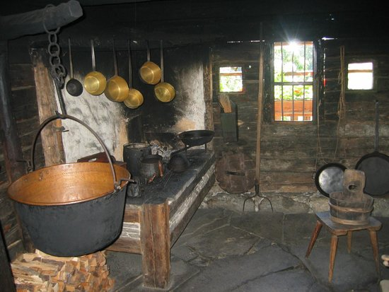 South Tyrolean Folklore Museum: Museo Etnografico di Teodone - Cucina nel maso