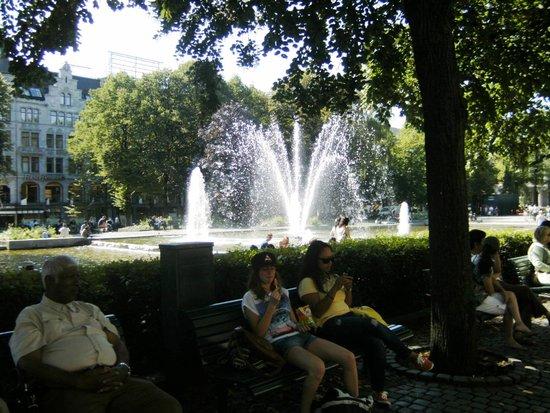 Karl Johans gate: shade from the many trees