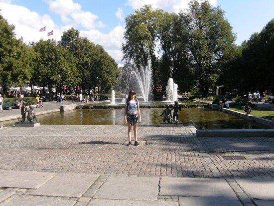 Karl Johans gate: Water all around.