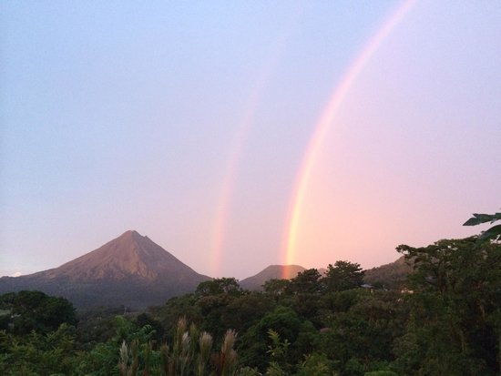 Essence Arenal Boutique Hostel : double rainbow seen on top of the farm