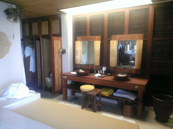 Six Senses Samui : Bathroom - if there is no sun it is really dark