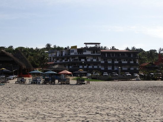 Bungalows Zicatela: Hotel visto da beira da praia.