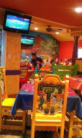 Jose's  Mexican Grill: Dining room