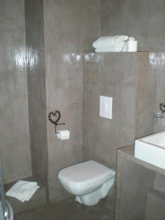 Salle de bain rénovée, propre et actuelle - Photo de Le Verger des ...