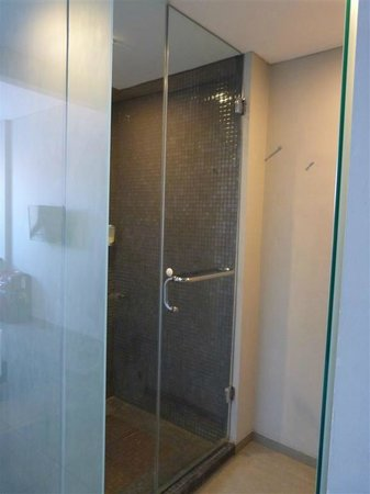 Loft Legian Hotel: Room n.217 - shower