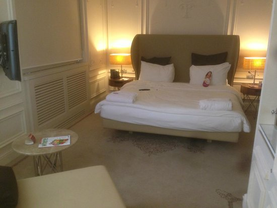 Crowne Plaza St. Petersburg - Ligovsky : Big nice bed