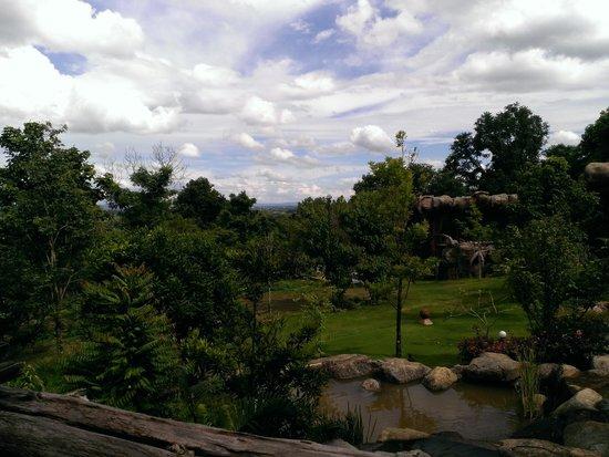Bura Resort: The garden