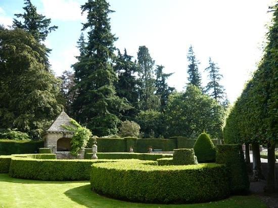 Glamis Castle : Italian Garden