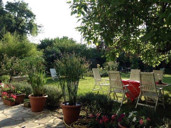 La Gloriette : The Rear Garden
