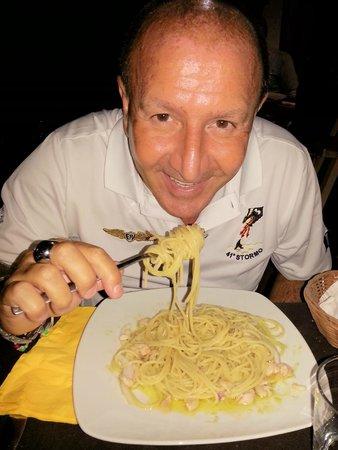 Dolmen: spaghetti con gamberi, calamari scottati e pesto di zucchine