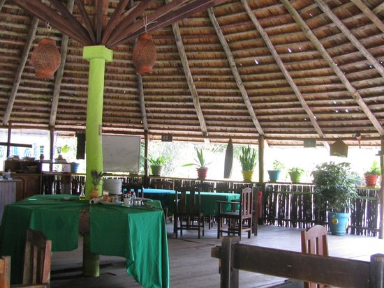 Malocas Jungle Lodge: reception and dining area