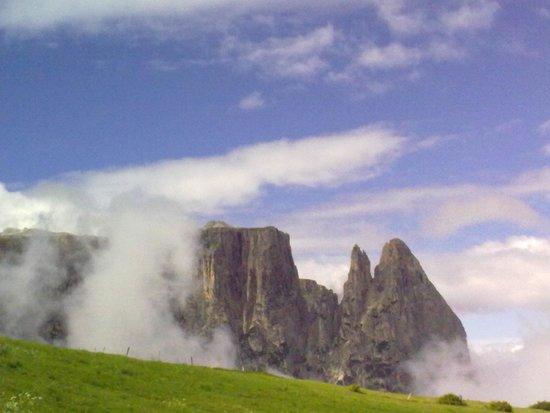 Alpenhotel Panorama: Punta Santner baciata dalle nuvole