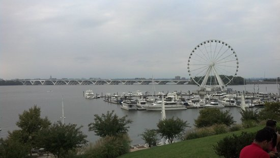 Gaylord National Resort & Convention Center : The Capital Wheel at waterfront