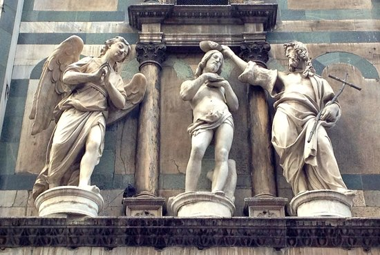 Baptistery of San Giovanni (Battistero): Statues above the Ghiberti doors