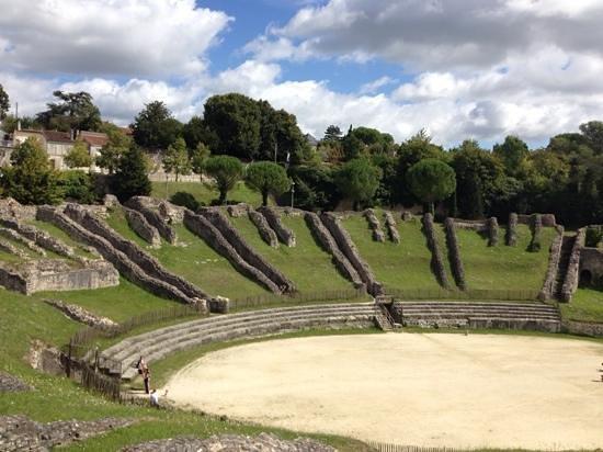 Amphithéâtre de Saintes : impressive