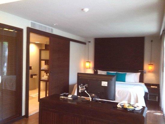 Twin Lotus Resort & Spa by Burasari: Vista de la habitación muy bien amueblada