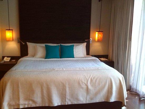 Twin Lotus Resort & Spa by Burasari: La cama es gigante